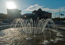 Fontanna przy Dworcu Świebodzkim, Stare Miasto