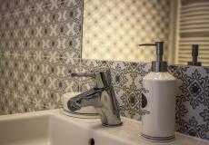 mieszkanie wzorcowe, łazienka - umywalka (Lokum da Vinci)
