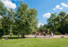 Plac zabaw w Parku Zachodnim, znajdujący się w pobliżu osiedla Lokum da Vinci